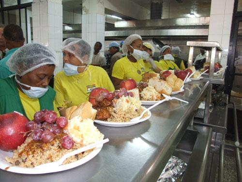 Comedores econ micos celebrar cena navide a personas for Comedores economicos