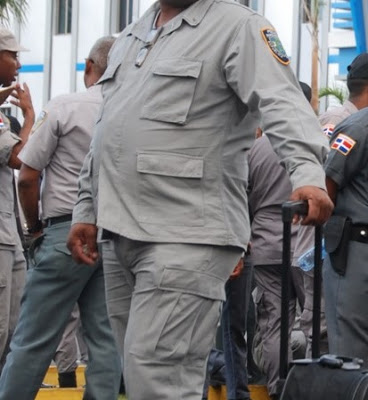 Resultado de imagen para policias dominicanos gordos