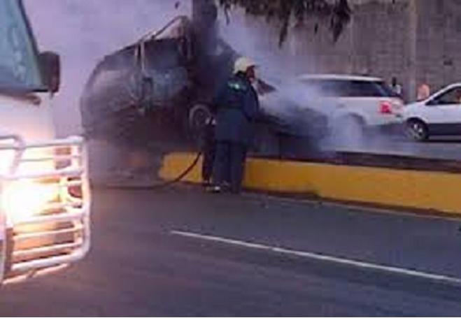 2 Hombres Y 2 Mujeres Mueren Calcinados En Yipeta Bmw X6 En Santiago