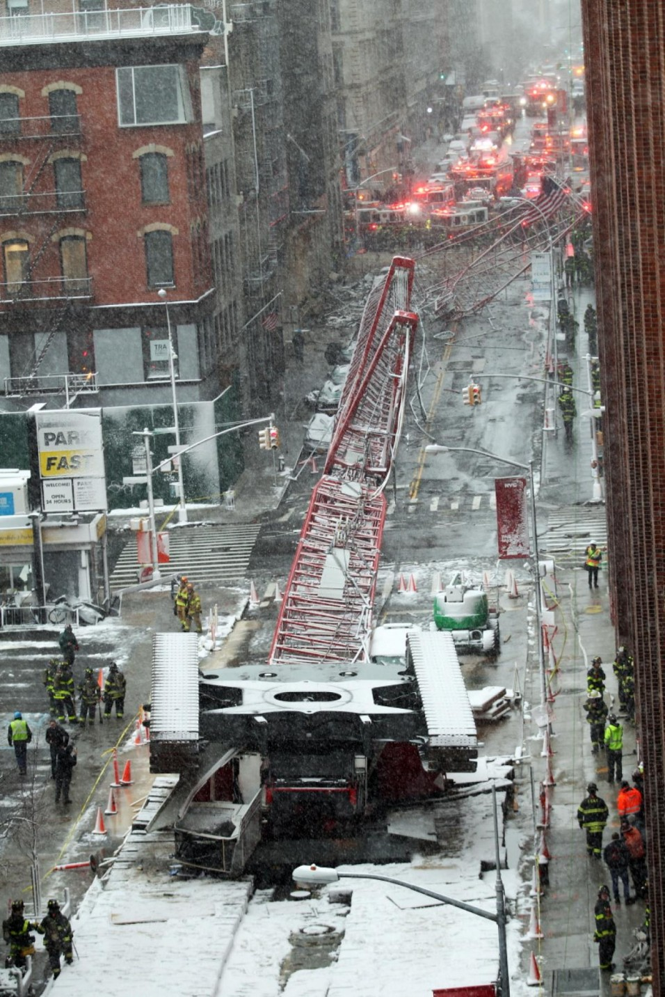 crane-collapse-manhattan