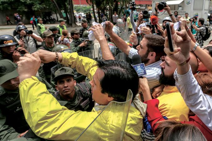 tribunal-supremo-venezolano-asume-poderes-del-congreso