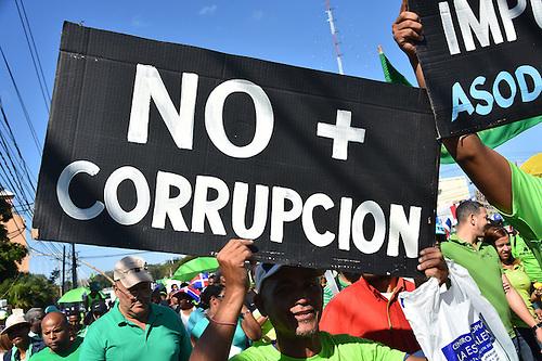 Miles de dominicanos marcharon este domingo 22 de enero en Santo Domingo en repudio de la corrupción y la impunidad, uno de los principales males que afecta al país del Caribe. Foto: © Diana Peguero Fecha:22/01/2017
