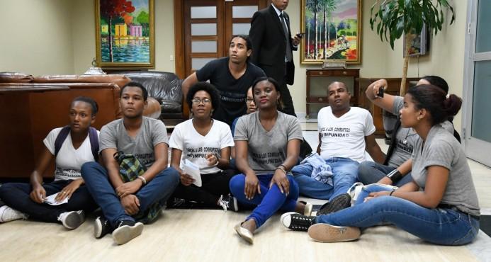 estudiantes en La Procuraduria